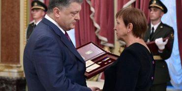 Президент вручив ордени Героя України матерям загиблих бійців АТО