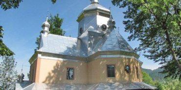 """На Прикарпатті """"замінували"""" церкву і монастир"""