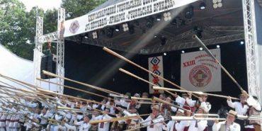 На гуцульському фестивалі у Рахові 56 трембітарів встановили національний рекорд