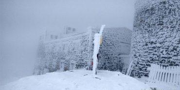 На горі Піп Іван лежить сніг, температура вдень становить 1 градус тепла. ФОТОФАКТ