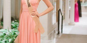 На конкурсі краси у Лас-Вегасі прикарпатка Вероніка Михайлишин дефілювала у стриманій вечірній сукні. ФОТО