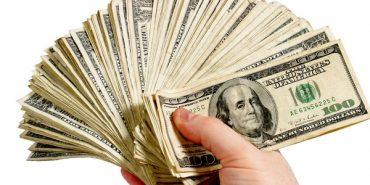 Західний економіст знайшов позитив у деклараціях про багатство чиновників та депутатів