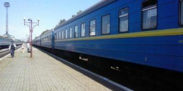 На вихідних курсуватиме додатковий потяг через Коломию до Києва