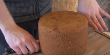 Придумали незвичайний спосіб випікання хліба: замість печі — кипляча грязюка. ВІДЕО