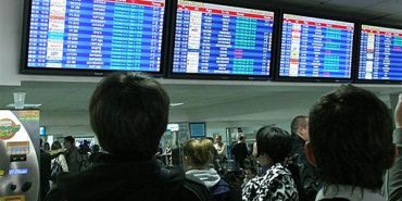 Російську мову повинні вилучити з інформаційних повідомлень в усіх аеропортах України, — Володимир Омелян