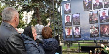 У Коломиї встановили пам'ятний знак 26 загиблим воїнам АТО з Коломийщини. ФОТОРЕПОРТАЖ