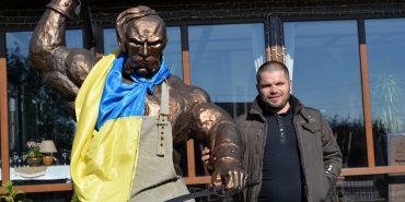 Від кузні до ресторану: у Матеївцях Назар Волощук з власної хати поряд з кузнею зробив гриль-бар з готельними номерами. ФОТО