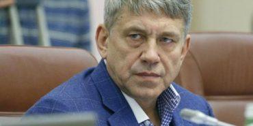 Міністр з Франківщини закликав чиновників розповісти, звідки у них такі статки