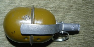 Прикарпатець знайшов на своєму обійсті гранату