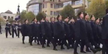 На Прикарпатті курсанти Національної академії внутрішніх справ урочисто склали присягу. ВІДЕО