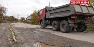 Мешканці Довбуша просять залатати ями на дорозі після робіт водоканалу. ВІДЕО