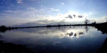 На Прикарпатті в міському озері знайшли тіло чоловіка