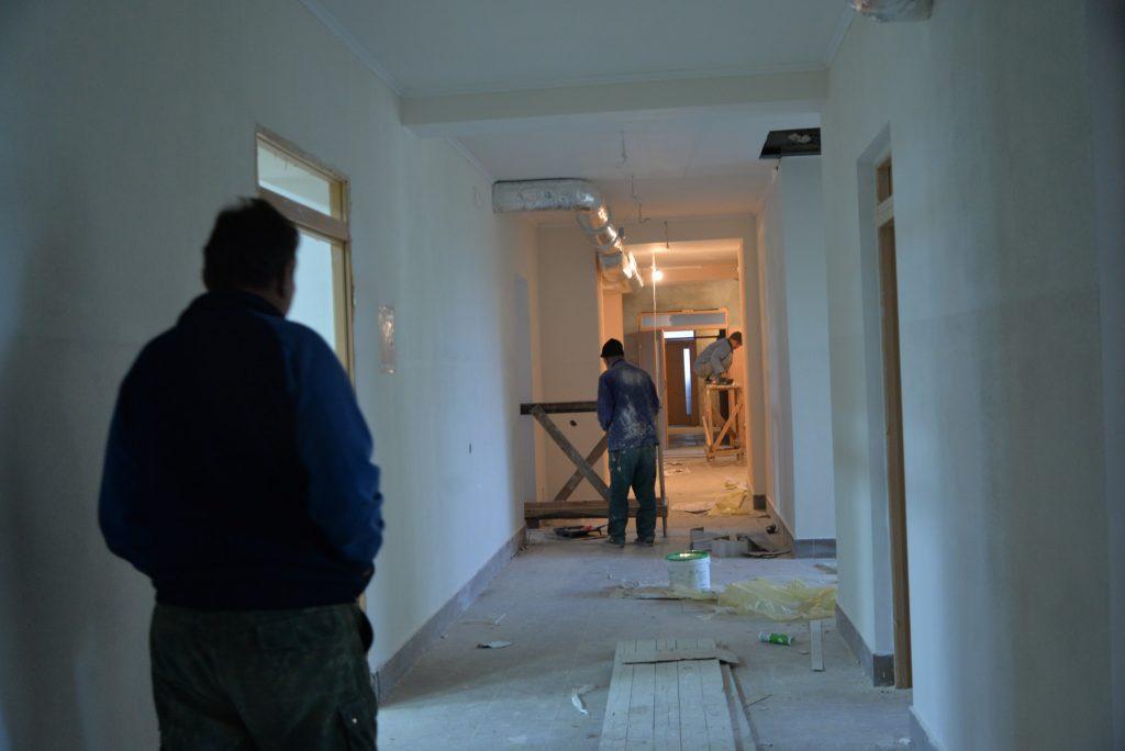 Тривають активні будівельні роботи.
