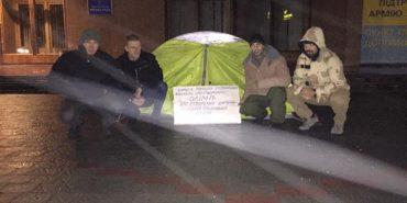 На Прикарпатті депутат розпочав сухе голодування під міською радою