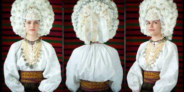 Вінок з гусячого пір'я, який у Великому Ключеві на весілля одягають наречені. ФОТО