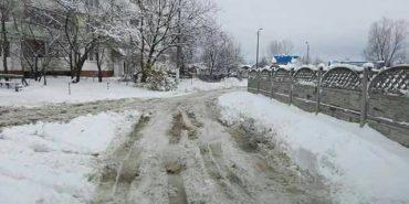 Мешканці Леонтовича не можуть дочекатися грейдер, щоб розчистили вулицю. ФОТО