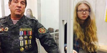 Юрій Тимошенко прикував себе наручниками у суді до Заверухи, яку підозрюють у вбивстві екс-беркутівців. ВІДЕО