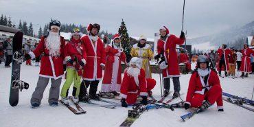Рекордна кількість Дідів Морозів у Буковелі спуститься з вершини на лижах