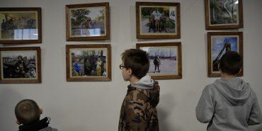 У Коломиї відкрили виставку світлин бійців ДУК, які фотографували своє бойове життя. ФОТОРЕПОРТАЖ
