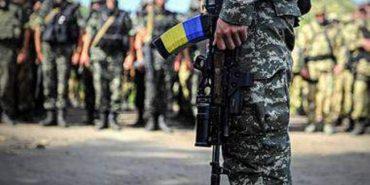 """""""На фронті залишаються лише воїни-контрактники"""", – Порошенко"""