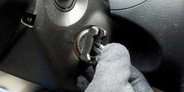 На Франківщині двоє неповнолітніх викрали в пенсіонера авто