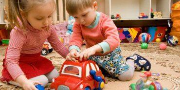 """На Прикарпатті батьки бунтують проти """"благодійності"""" в садочках і школах. ВІДЕО"""