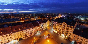 Прикарпатський фотограф показав вечірній Івано-Франківськ з висоти пташиного польоту. ФОТО