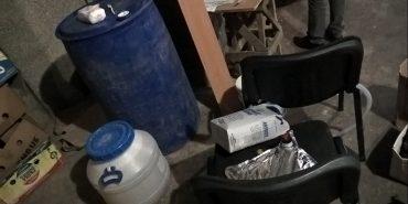 Четвертий за рік підпільний цех з виготовлення фальсифікованого алкоголю викрили на Прикарпатті. ФОТО