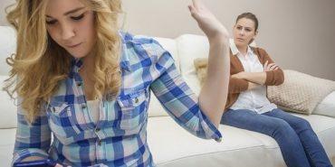 За кожною успішною жінкою стоїть буркотлива матір