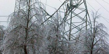 На Прикарпатті енергетики відновлюють електропостачання