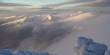 У мережі з'явилося фото засніженої гори Піп Іван. ФОТО
