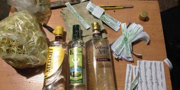 На Франківщині виявили підпільний цех фальсифікованих алкогольних напоїв. ФОТО