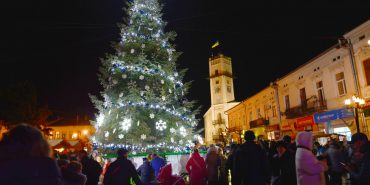 Коломия святкова: засвітили головну ялинку міста та відкрили різдвяний ярмарок. ФОТОРЕПОРТАЖ