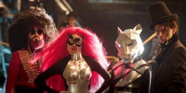 """Прикарпатський гурт """"PATSYKI Z FRANEKA"""" зняв дебютний кліп з оголеними дівчатами-роботами та вогняними трембітами. ВІДЕО"""
