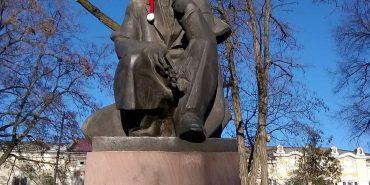Чи пасуватиме Шевченкові новорічна шапка?