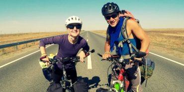 Гуцулка та росіянин за 18 місяців на роверах об'їздили 16 країн світу. ВІДЕО