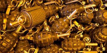 У Коломиї мешканці багатоповерхівки знайшли біля під'їзду пакет з гранатами