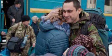 """""""Щастя — коли ти не йдеш на війну"""". Дружина військового написала пісню до Дня ЗСУ"""