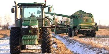 На Коломийщині селяни блокують збір урожаю сої. ВІДЕО