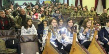 Артисти Коломийщини та Косівщини організували концерт для військових. ВІДЕО