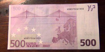 Чоловіків, які намагалися здати у Коломиї фальшиві євро, взяли під варту