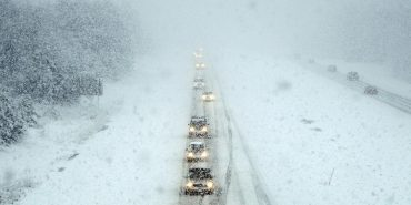 Через снігопад на ділянці траси Київ — Чоп заборонили рух вантажівок