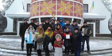 Військовий оркестр 10 бригади та волонтери колядували у Коломиї. ФОТО