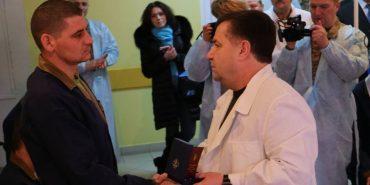 Боєць з Прикарпаття отримав відзнаку від Міністра оборони України