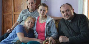 На Прикарпатті завдяки чудотворній іконі 18-річна дівчина вийшла з коми та одужує