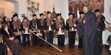 У Коломиї лунала справжня гуцульська коляда з трембітами, рогами й скрипками. РЕПОРТАЖ