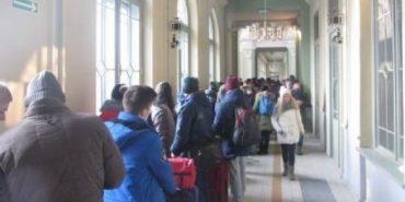 Ажіотаж у Польщі: за квитками на поїзд в Україну вишикувалися величезні черги