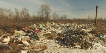 З прикарпатського села зробили сміттєзвалище: люди живуть у смороді та без питної води