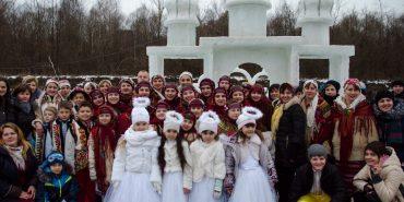 На льодовому містечку у Спасі колядувала вся Коломийщина. ФОТОРЕПОРТАЖ