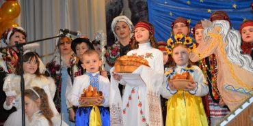 """12 шкіл з цілої Коломийщини змагалися у фіналі """"Покутської коляди"""" за сучасні комп'ютерні класи. ФОТОРЕПОРТАЖ"""